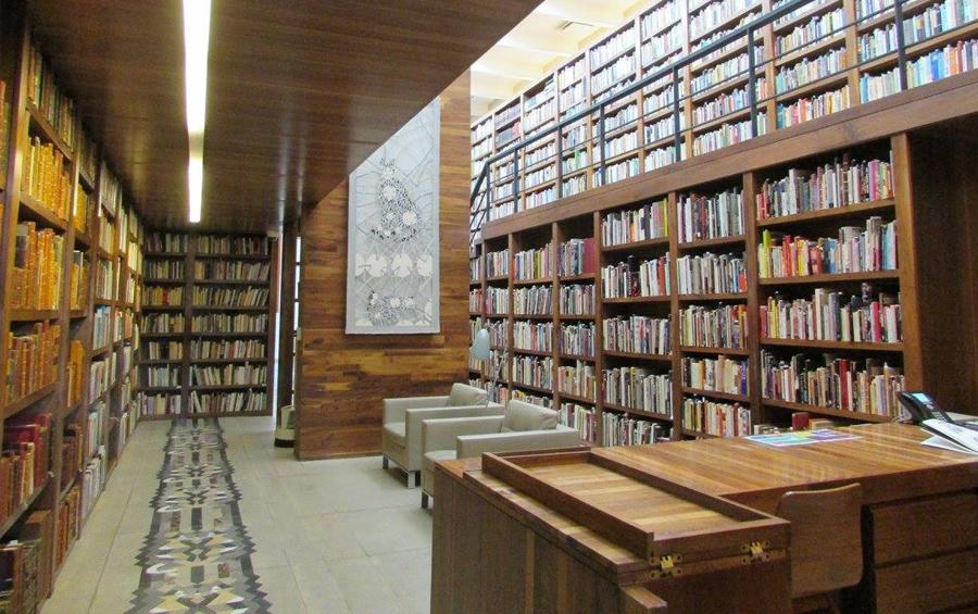 ee123275e6a8a Una biblioteca personal es el mapa de la construcción del pensamiento y la  trayectoria intelectual de su propietario